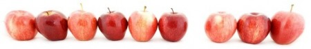 1644036-a-green-apple-stands-out-from-a-line-of-red-apples